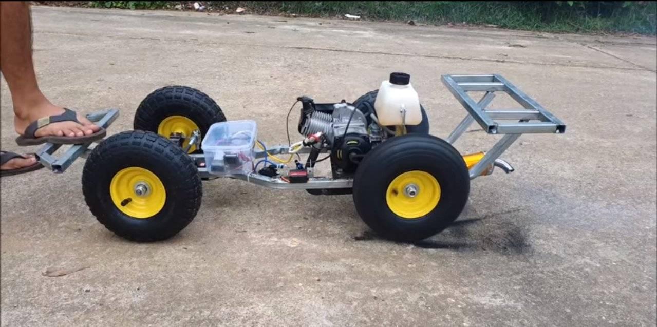 2b124a75aa967c858279dddf33f6fc3d - Машинка с бензиновым мотором на пульте управления