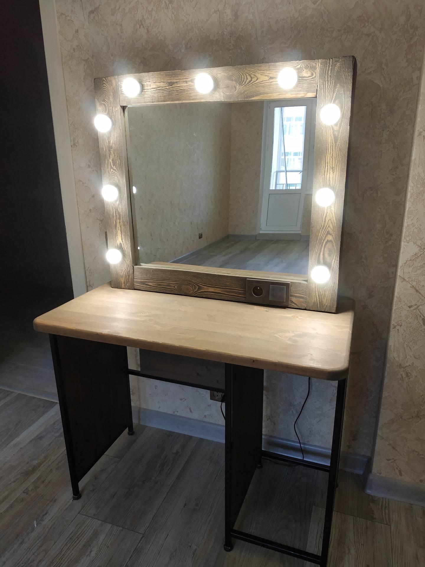 Мейкап-столик с зеркалом своими руками
