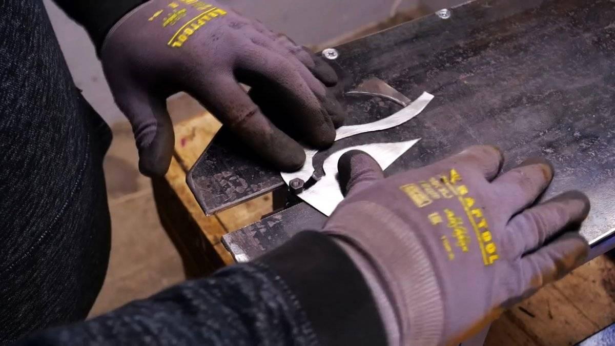 Как сделать простой станок для фигурной резки металла из дрели