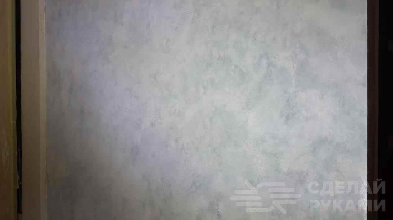 Имитация бетонной стены с помощью гипсовой штукатурки