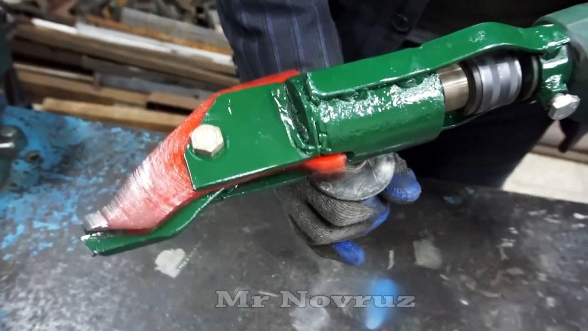 Самодельная насадка на дрель для быстрой резки металла.