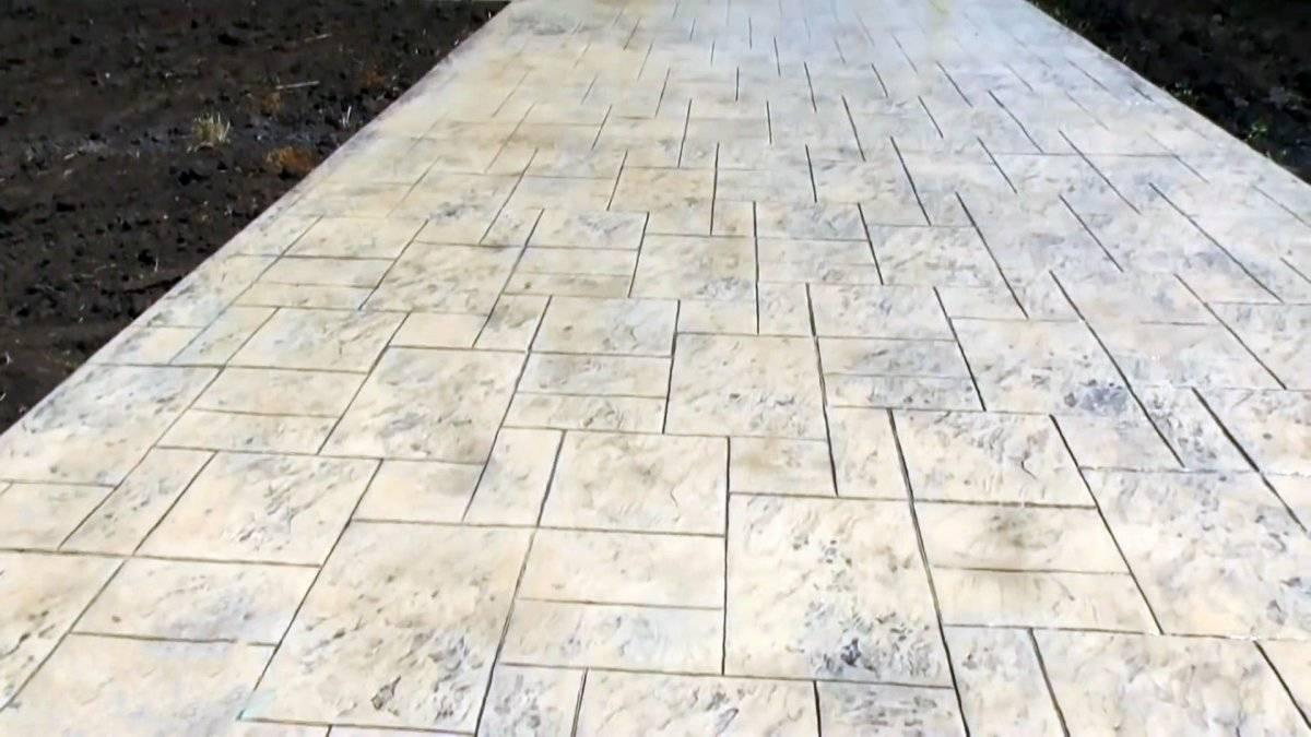 ba789fbe12e5c4a03d3681d59cca7af3 - Как уложить печатный бетон, чтобы его было не отличить от плитки