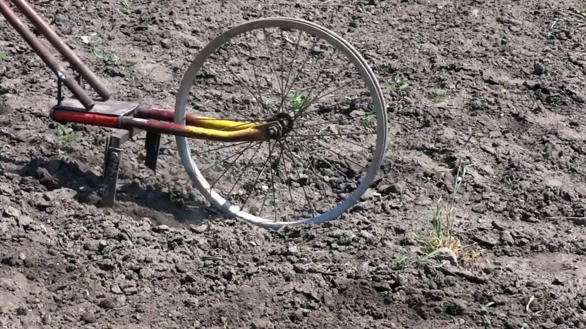 Как на базе старого велосипеда сделать культиватор для прополки