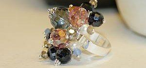 7ea6b6af7923f67ba8902bc7d40fe3c5 300x140 - Элегантное кольцо из бусин своими руками
