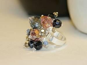 7ea6b6af7923f67ba8902bc7d40fe3c5 - Элегантное кольцо из бусин своими руками