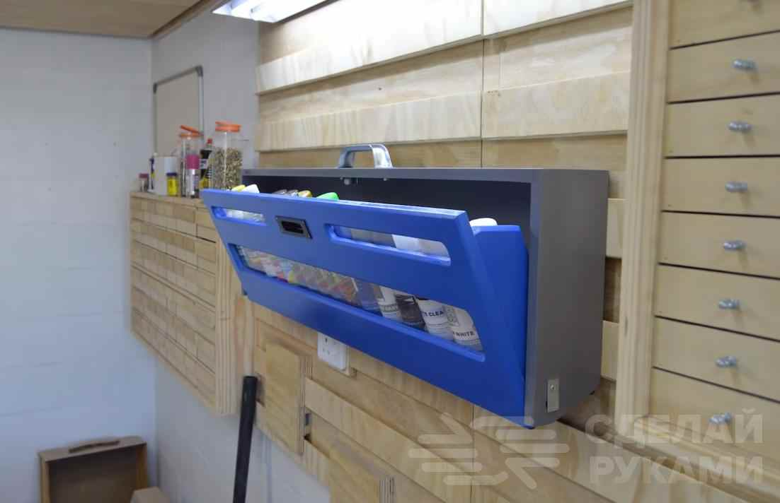 Настенный шкафчик для хранения баллончиков с краской