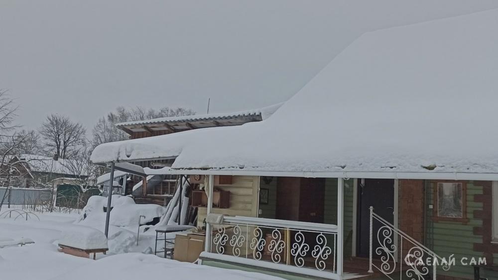Как почистить от снега крышу из поликарбоната, террасы, веранды, навеса.