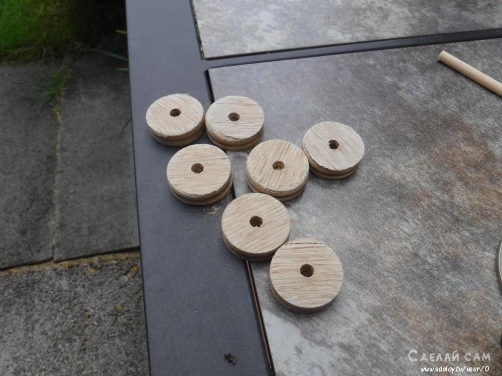 Декор деревянного вазона в саду
